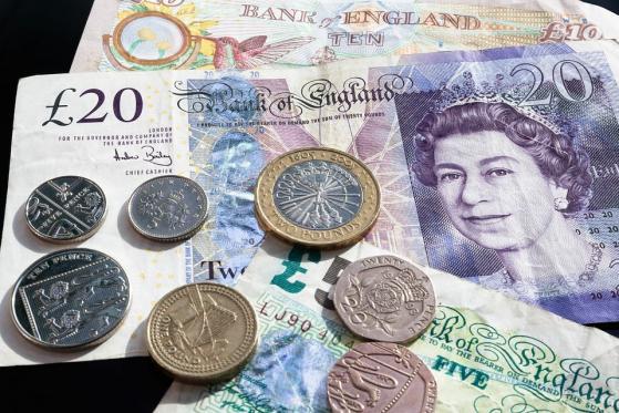 Euro cierre: Moneda frena tres días de ganancias ante dólar